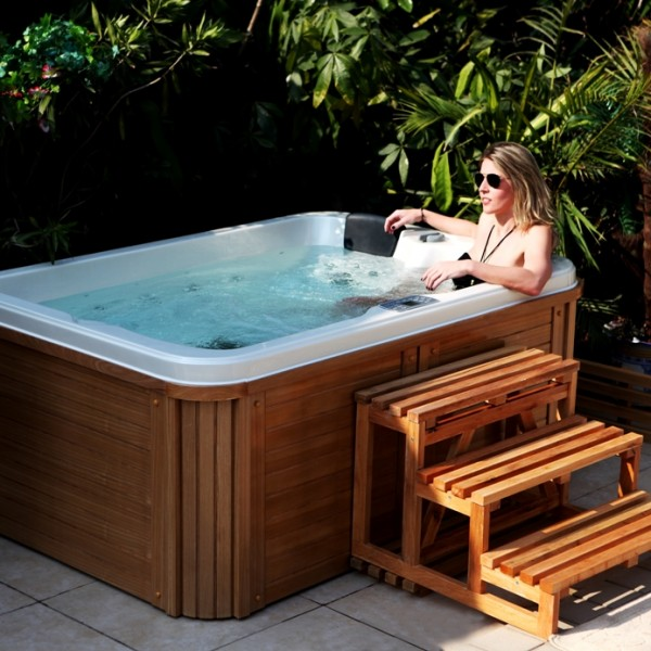 jaccuzi pas cher dcouvrez le spa mosaque de forme du fabricant clair azur un jaccuzi with. Black Bedroom Furniture Sets. Home Design Ideas